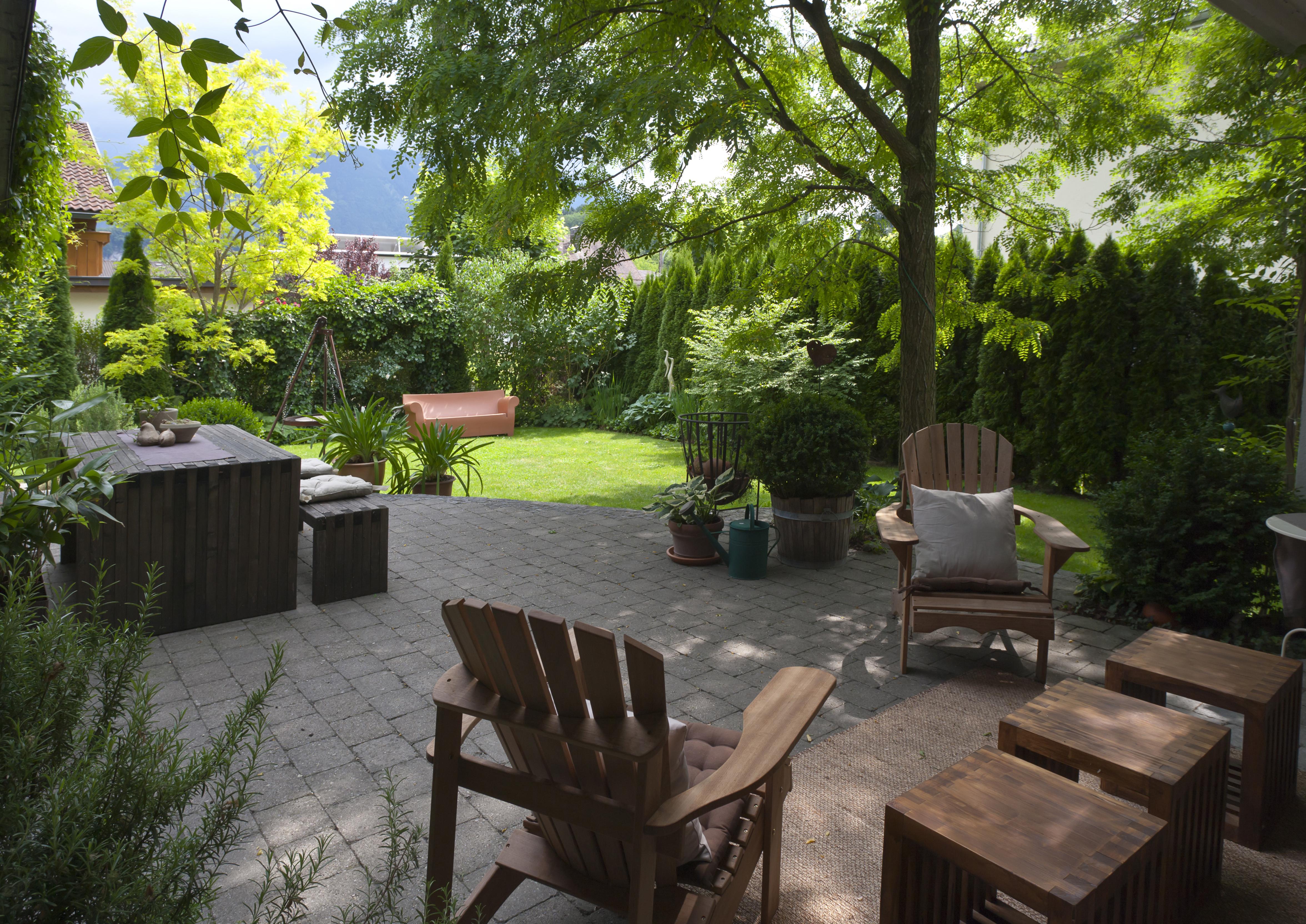 ein wohnzimmer im garten amann gartenbau amann gartenbau. Black Bedroom Furniture Sets. Home Design Ideas